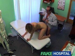 Fakehospital milf tesão engole uma carga de bons médicos cum