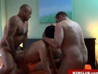Papaiinhos horny fodendo um filhote