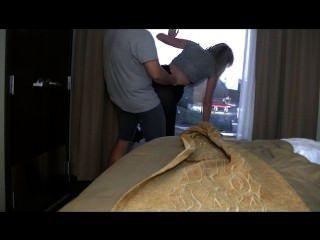 Hotel sexo!Babe molha a janela
