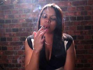 Fumar fetiche e fumar meninas são apenas o melhor em seu rosto!