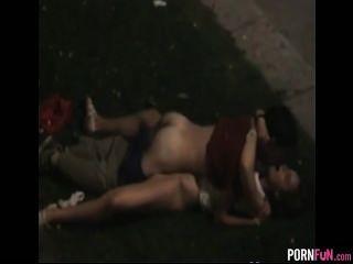 Voyeur tapes partido adolescentes fodendo em público
