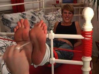 Garotas do pé fetiche fazem cócegas em meus pés