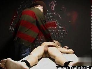 Twink vídeo em um sonho estranho ashton cody é corded acima e disrobed por um