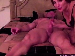 Quente e horny milf fode seu marido na webcam