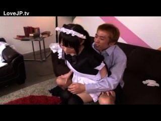 Pequena japonesa empregada doméstica