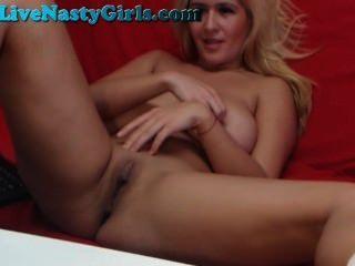 Loira perfeita com mamas enormes na webcam parte 7