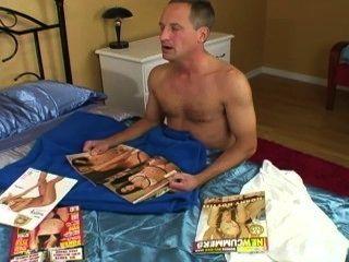 Assistindo a um livro porno ... não pode segurar muito mais e ele cum