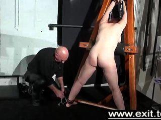 Tina preso e punido em uma masmorra