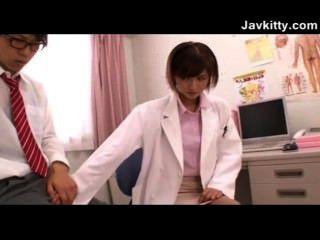 Uma jovem japonesa médica