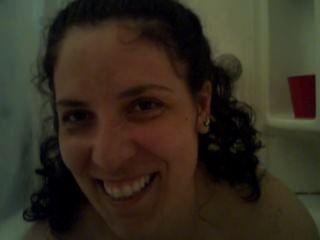 Hottie tittied grande, dá um handjob em um banho de bolha pov