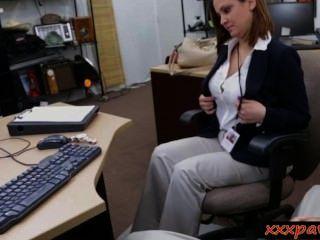 Esposa busty fodido e facialed para o dinheiro