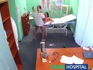 Fakehospital médicos galo ea promessa de um aumento de salário parar sexy enfermeira