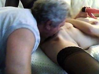 Passo papai casa cedo e lambe minha buceta e anal
