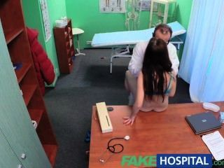 Fakehospital sexy paciente tem uma grande surpresa para o sujo médico