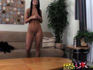 Fakeagentuk midget cons sexy bronceado amador morena em ter sexo