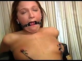 Amor loiro brittney cums em bondage