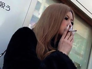 Fetiche de fumo asiático.