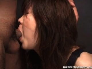 Mulheres japonesas dá blowjob enquanto amarrado em corda