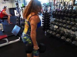 Biceps protraindo