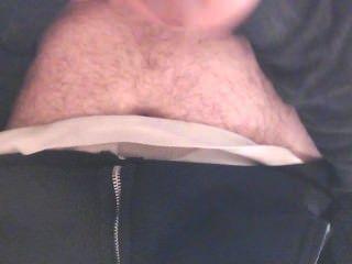 Menino em calcinha descer no banheiro de trabalho