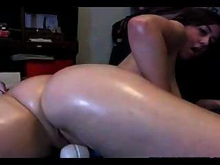 Hot babe tem um grande orgasmo na câmara