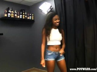 Pov wars black girls é fodida por 5 caras brancos