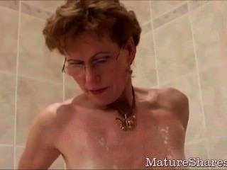 Granny raspa seu pênis vagina com fome