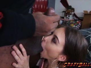 Linda babe horny riley reid fodendo um pau grande