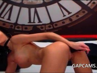 Amador morena em lingerie sexy masturbar