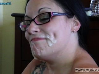 Bbw branco mostra fora cum em seu rosto de muitas compilações facial coxas