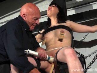 Torturas cruzadas bondage tit e dominação sexual de gritar morena