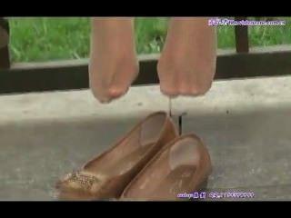 Cândido asiático teen pés em nylons sexy