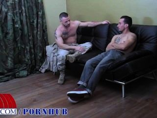 2 dos homens militares mais quentes fuck hard