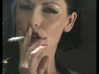 Deliciosamente viciado fumar fetiche chefe cadela em látex pvc