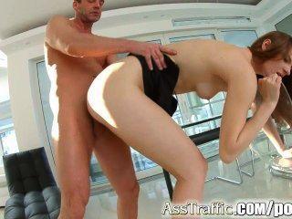 Sexo ass anal bruto e deepthroating para adolescente russo