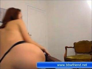 Morena jovem babe masturbação na frente da câmera