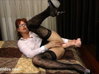 Suja secretária fodendo seu asshole com um galo brutal cock cock em hd