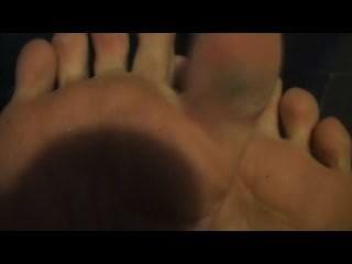 Os pés de sarah do blake sejam meu líquido de limpeza do pé do bedtime