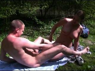 [Pornô holandês] ela foi multada porque ela estava tomando sol ilegalmente em forrest