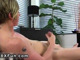 Cena gay incrível emo homem jamie chuveiros seu pacote de seis com cum e esfregaços