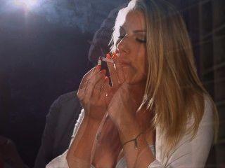 Danielle maye cadeia de rolhas de fumar