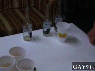 Galo gay esses companheiros de michigan sure sabem party.Então um desses