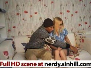 Skinny russian loira sufocando em um enorme galo preto nerdy.sinhill.com