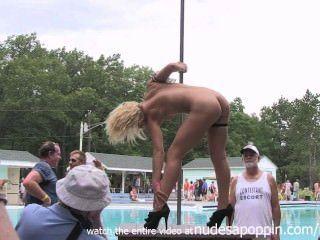 Meninas quentes mostrando seus corpos jovens em nus um poppin
