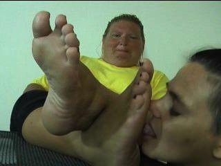 Repugnante pé adoração da mulher feia