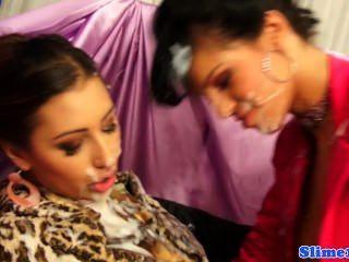 Bigtit bukkake adorável femdom sprays euro lesbian