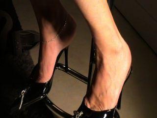 Solas maduras em sapatos sexy