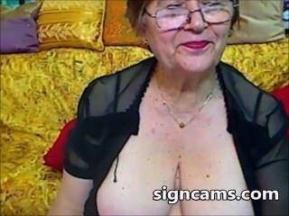 Belas experiências amadoras de avó com seu corpo sexy
