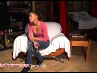 Pintainho checo de 19 anos mostra seu corpo nu no elenco