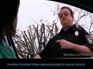 Inspetor de calça policial retardado